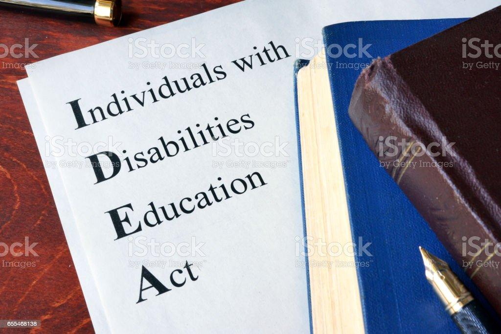 Papel con el título educación para individuos con discapacidades Act (IDEA) - foto de stock