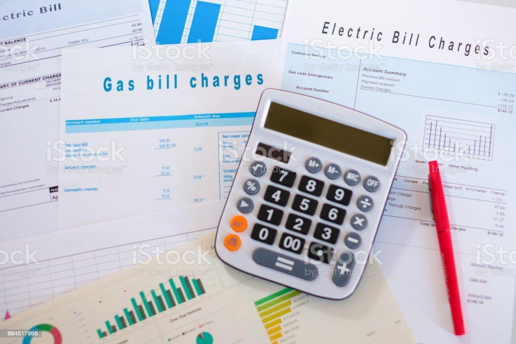 Papiere einschließlich verschiedene Form und Grafiken für die Berechnung der Steuern – Foto