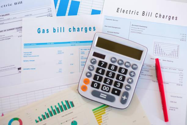 formalités administratives, y compris diverses forme et graphiques pour le calcul des taxes - facture photos et images de collection