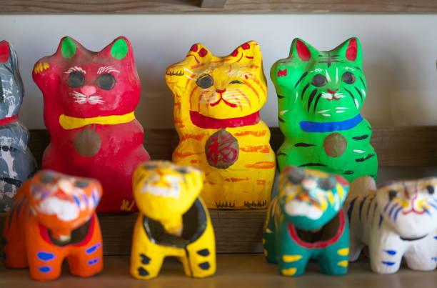 Papier mache beckoing cat or fortune cat or figure of a cat with one picture id1130818457?b=1&k=6&m=1130818457&s=612x612&w=0&h=4gfbxtrl fkn6bks0eaemrgjtbbg l lj1fu2ruqqdg=