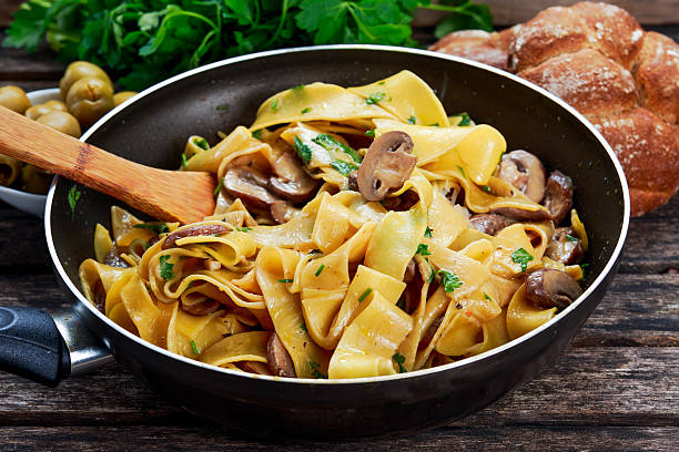 pappardelle pasta with mushrooms and other herbs in pan - tagliatelle mushroom bildbanksfoton och bilder