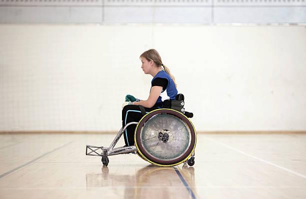 para jogador de rugby em cadeira de rodas - esportes em cadeira de rodas - fotografias e filmes do acervo
