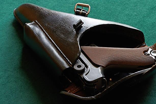Pistolet dans un étui Parabellum - Photo