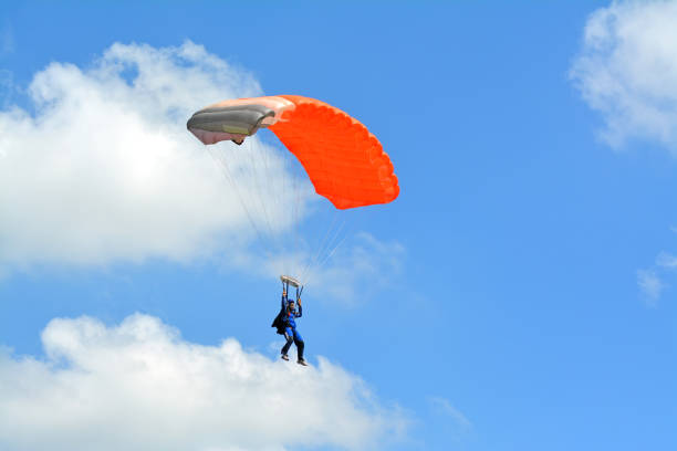 Parachute landing Skydivers landing parachuting stock pictures, royalty-free photos & images