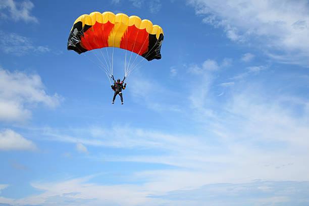 parachutist in the air - fallskärm bildbanksfoton och bilder