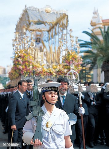 A woman soldier from the Spanish Navy unit