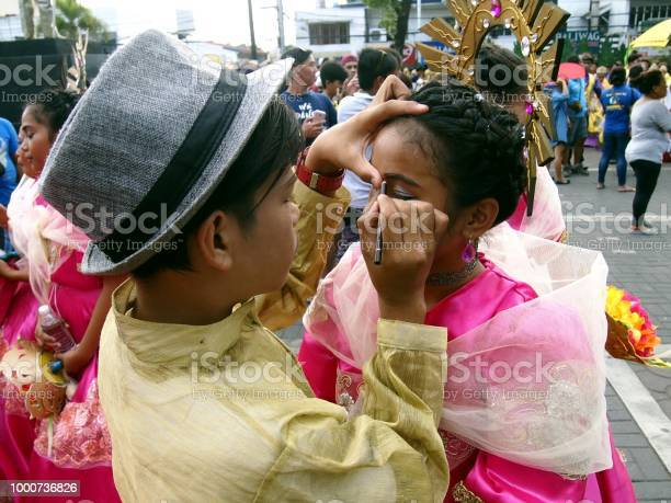 Parade participants apply make up to each other during the sumaka in picture id1000736826?b=1&k=6&m=1000736826&s=612x612&h=lumxdi2a2 gldakmpcmkinycdrxkibp6qmrqvvlbm w=