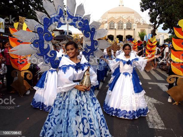 Parade participants in their colorful costumes during the sumaka in picture id1000709842?b=1&k=6&m=1000709842&s=612x612&h=amfsbsgumzcxqpdqnd8h sss1pqfh8tutjtccelkmpu=