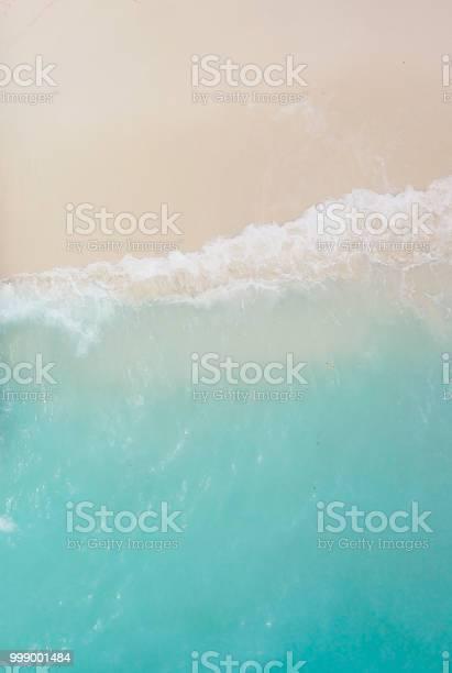 Paradise beach and waves picture id999001484?b=1&k=6&m=999001484&s=612x612&h=hcoel0pbkbagb8 v u6gytwkmqaist4k9hxc7v0icxs=