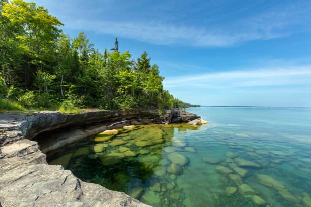 paradise cove op lake superior (michigan) - michigan stockfoto's en -beelden