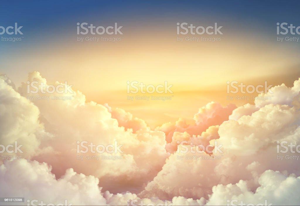 Himmelshintergrund Paradies mit großen Wolken – Foto