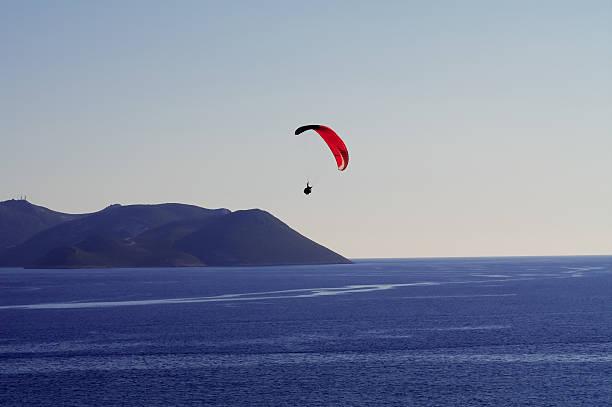 Gleitschirm über das Mittelmeer – Foto