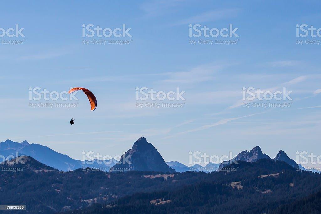 Paragliding in die Berge – Foto