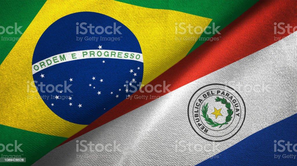 Paraguay y Brasil dos banderas juntos relaciones textil tela textura de la tela - foto de stock