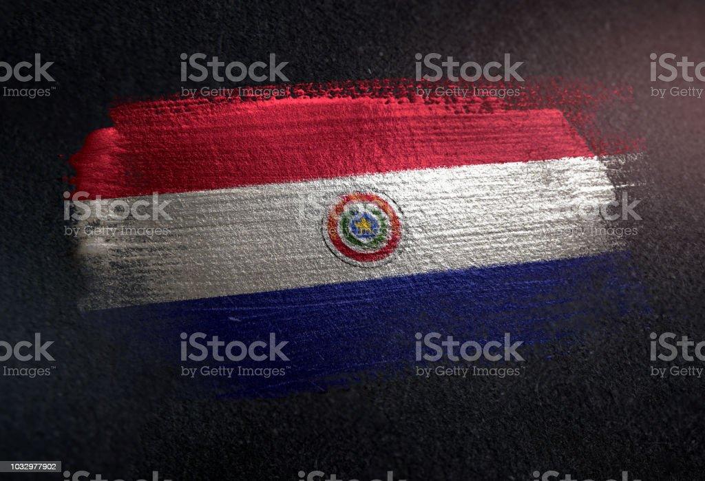 Bandera de Paraguay de cepillo metálico pintura en pared Dark Grunge - foto de stock