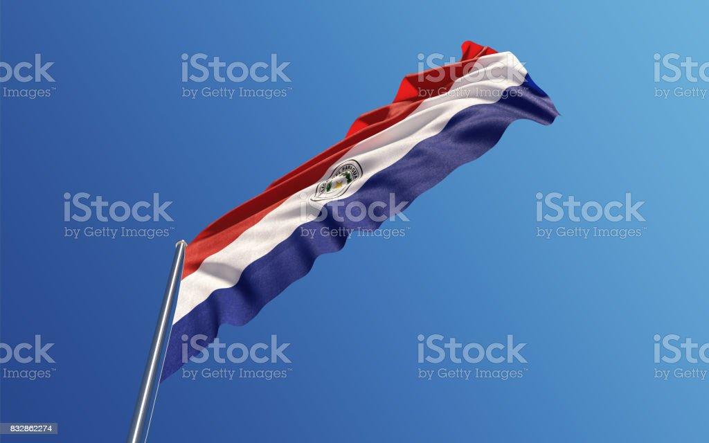 Bandera de Paraguay ondeando con el viento en el cielo azul - foto de stock