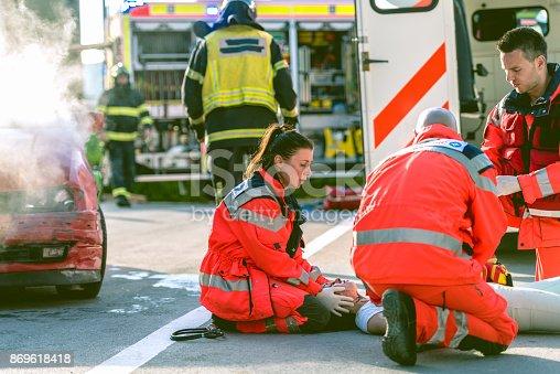 istock Paramedic Doctor Examining 869618418