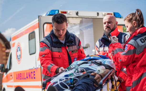 Paramedic Team On Work Paramedic Team On Work ambulance staff stock pictures, royalty-free photos & images