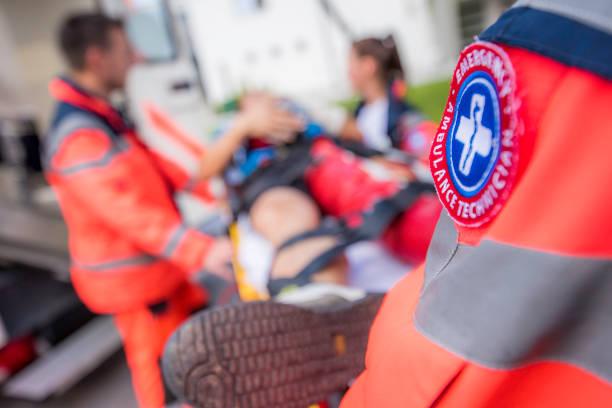 équipe paramédicale - auxiliaire médical photos et images de collection