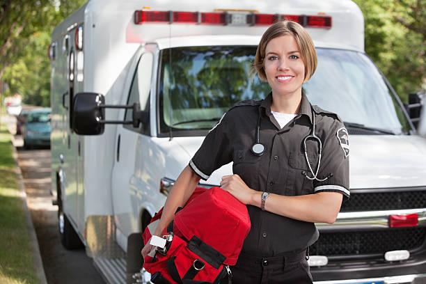 auxiliaire médical à l'oxygène unité - auxiliaire médical photos et images de collection