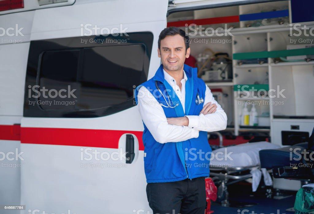 Paramédicaux travaillant dans une ambulance - Photo