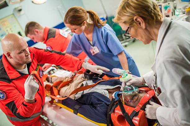 Paramedics and doctors in emergency room picture id523818602?b=1&k=6&m=523818602&s=612x612&w=0&h=tdrmniyux52ywk4pyblpkfxanhplqjqw64hbzrjiwzg=