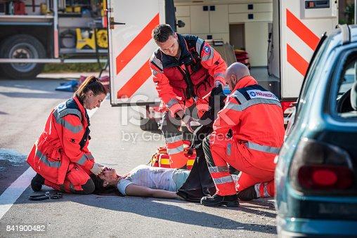 istock Paramedics team conforming 841900482