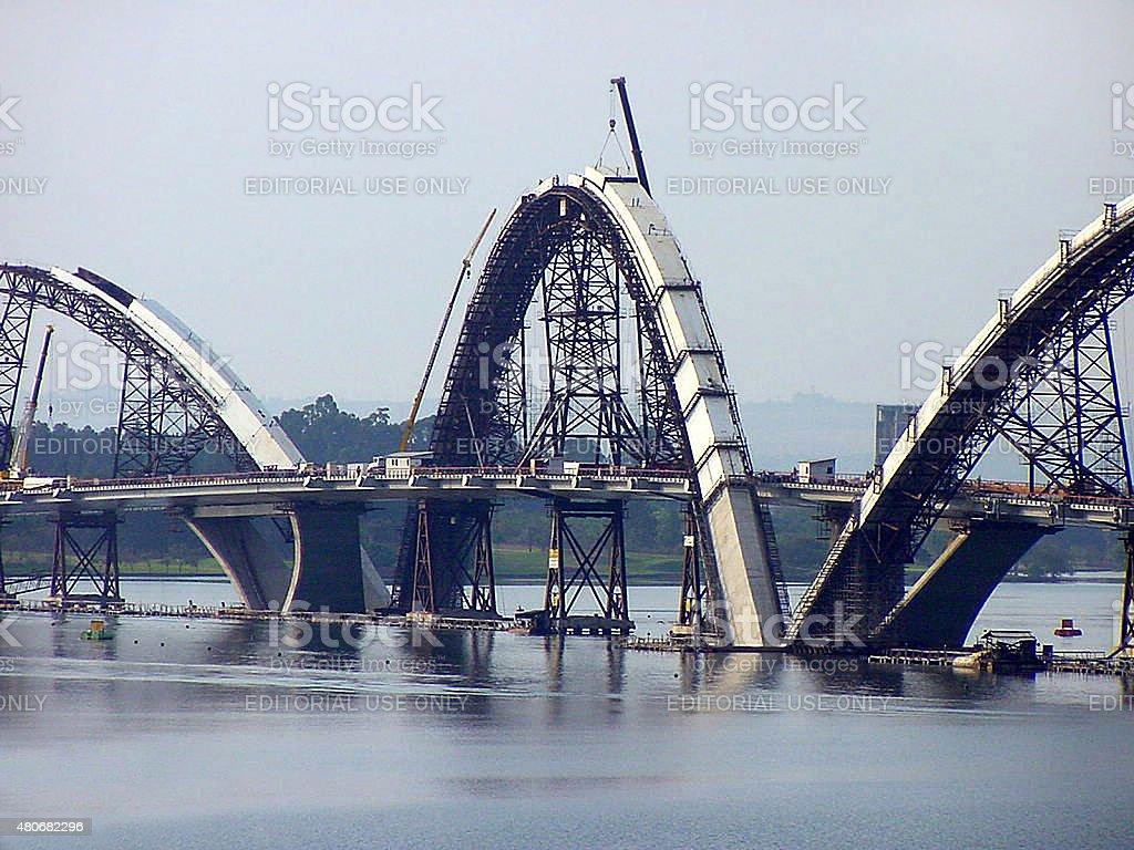 Paranoa Lake e Brasília's JK ponte em construção foto royalty-free