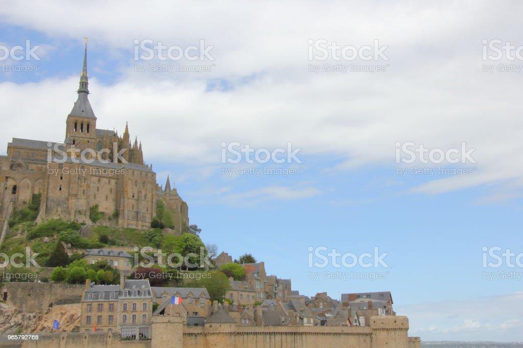 Borstwering muren omliggende Mont Saint-Michel - Royalty-free Abdij Stockfoto