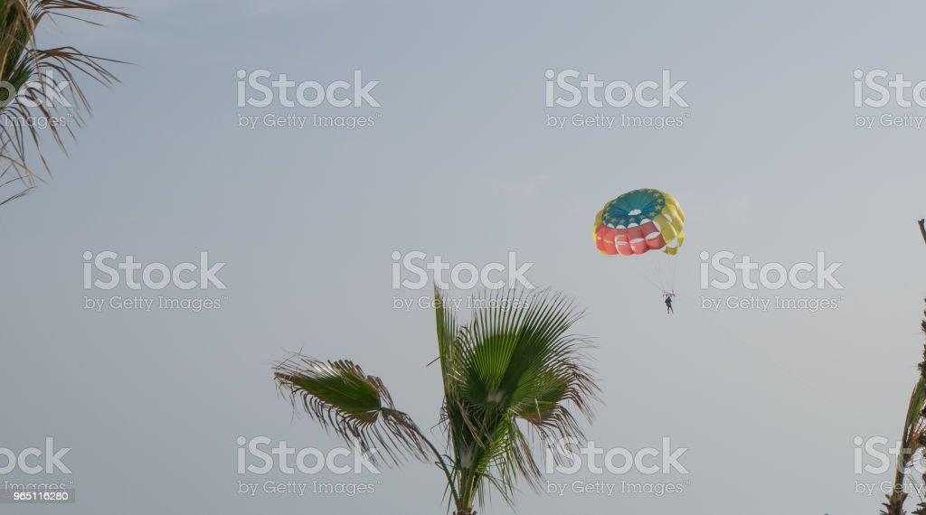 Parasailing in sunny day zbiór zdjęć royalty-free