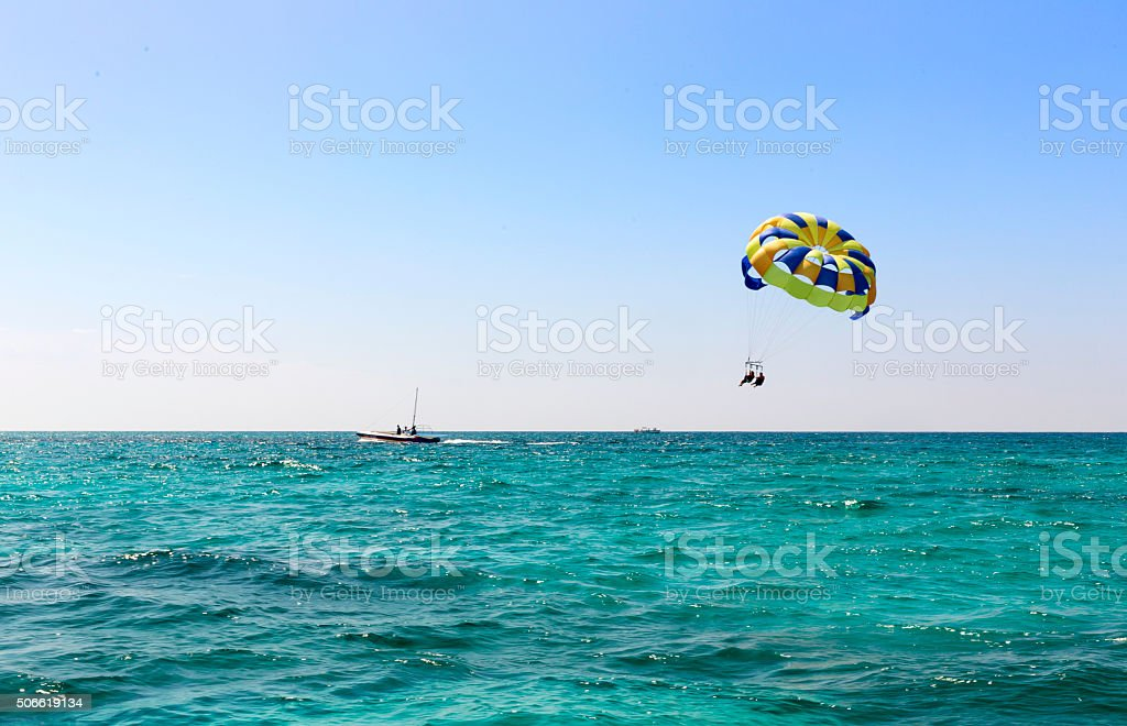 Fotografía de Paracaidismo En Lancha Paracaídas Deportes Acuáticos y ...