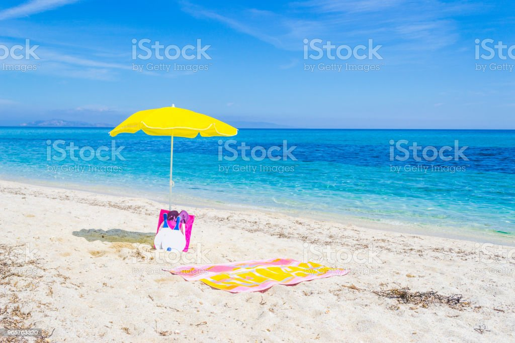 Parasol and beach towel on white sand - Royalty-free Bag Stock Photo