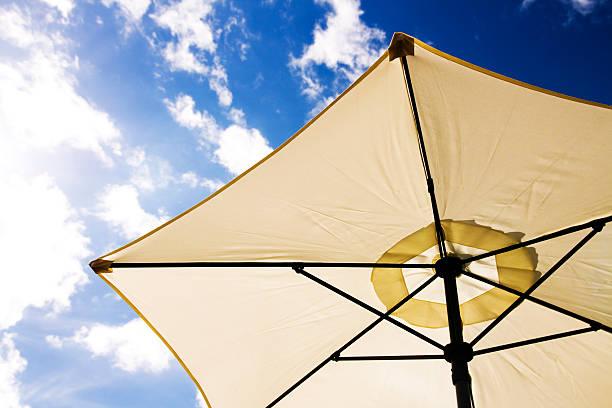 sonnenschirm - sonnenschirm terrasse stock-fotos und bilder