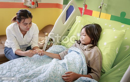 istock Parent And Child Patient 898152962