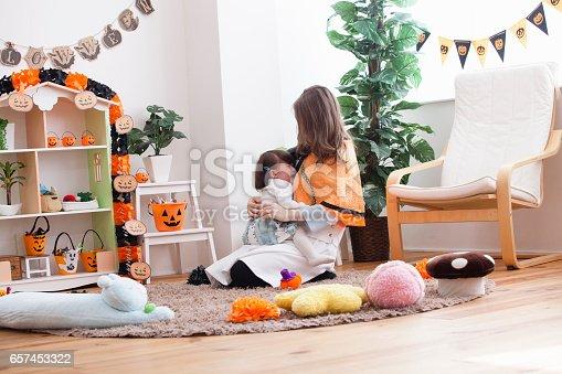 istock Parent-child room decorations for Halloween 657453322