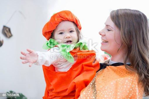 istock Parent-child room decorations for Halloween 657453408
