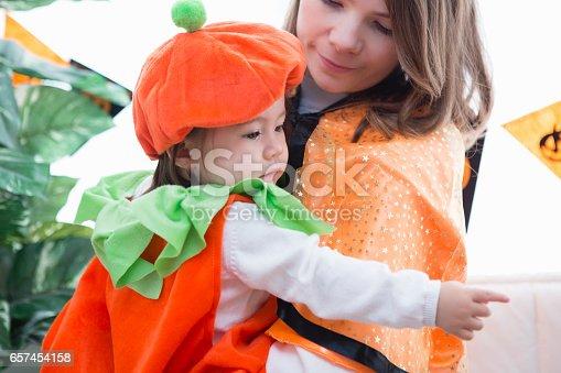 istock Parent-child room decorations for Halloween 657454158