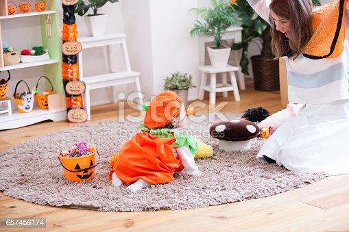 istock Parent-child room decorations for Halloween 657456174