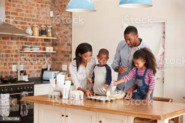 Parents and children baking cakes in kitchen together picture id670901084?b=1&k=6&m=670901084&s=612x612&h=6xk6bgq6cqc1jpfb3tcoxaro ps5awwygfot3zmsjta=