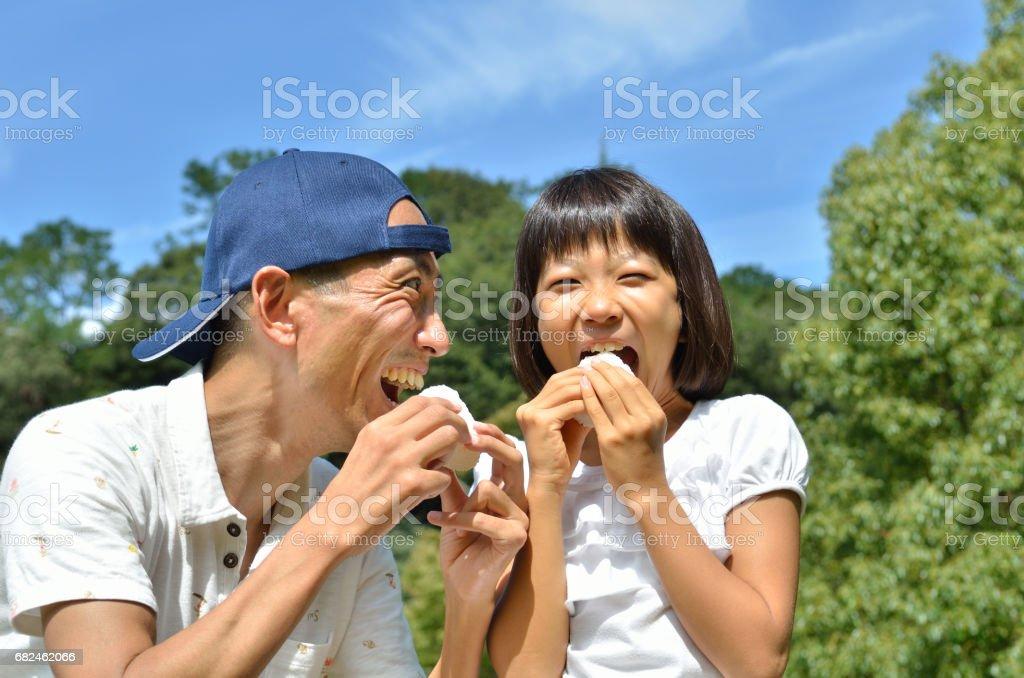 おにぎりを食べる親子 stock photo