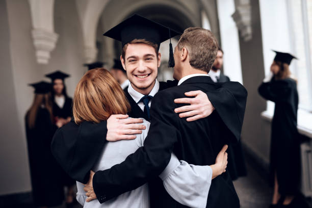 parents congratulate the student, who finish their studies at the university. - college foto e immagini stock