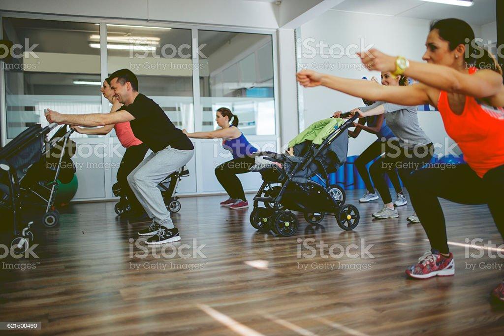 Parents Exercise With Their Babies Lizenzfreies stock-foto