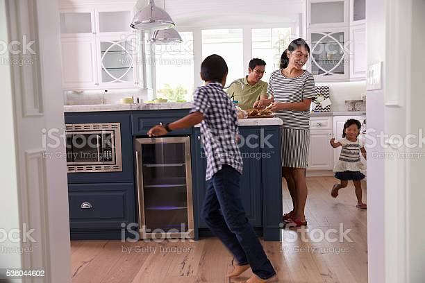 Parents prepare food as children play in kitchen picture id538044602?b=1&k=6&m=538044602&s=612x612&h=7gbxo0r5nenq1uivp1xjro8gl4 lxgra1awbqe wijm=