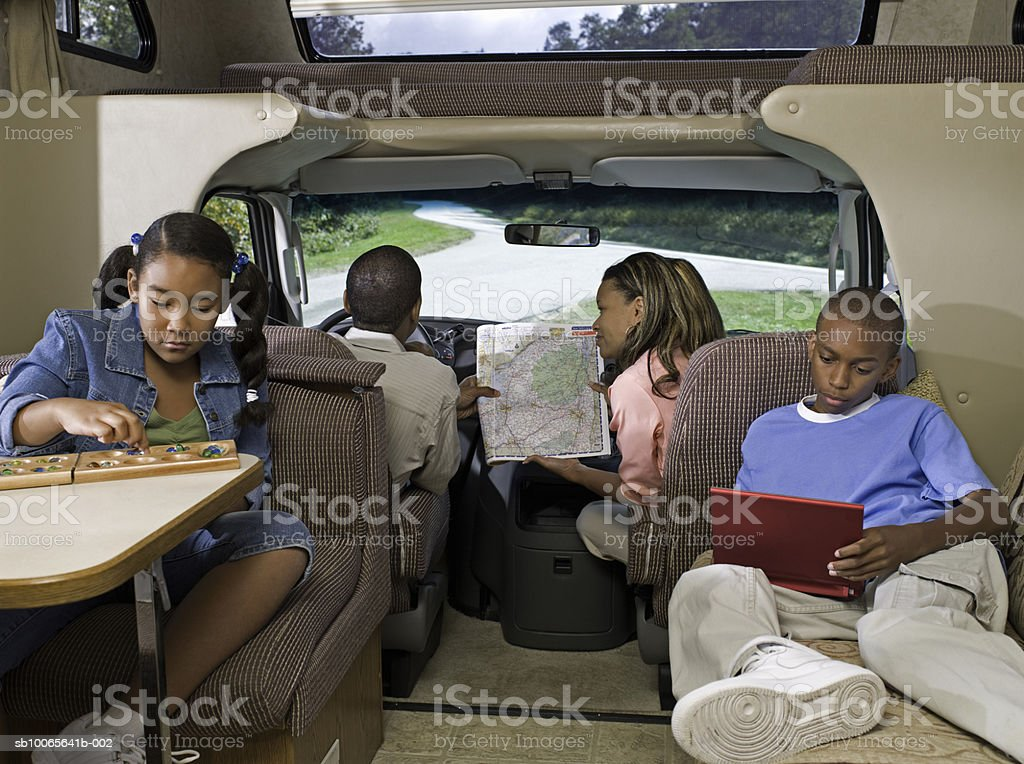 Parents with children (10-13) in motorhome royalty free stockfoto