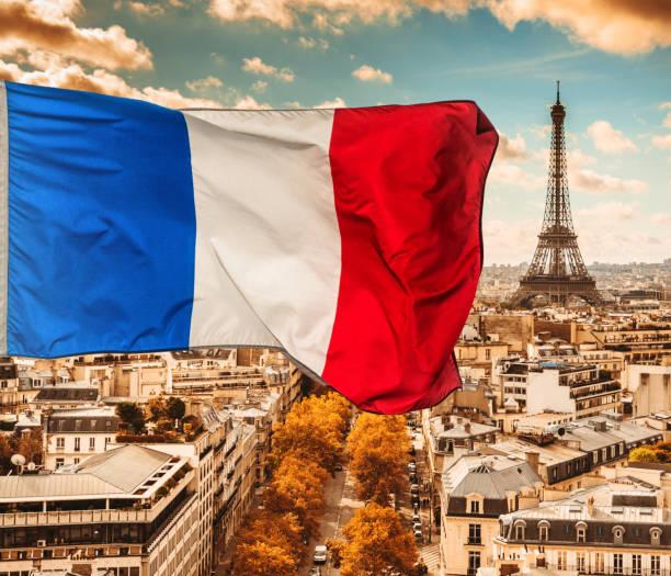 skyline de vue aérienne de Paris avec drapeau france - Photo
