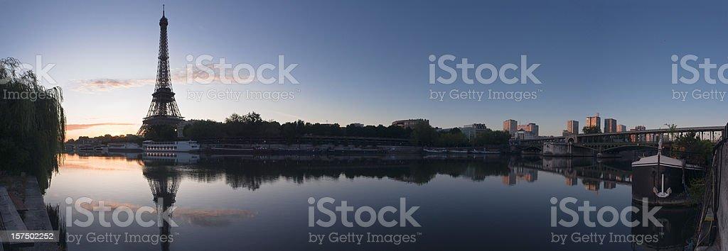 Paris à l'aube. - Photo