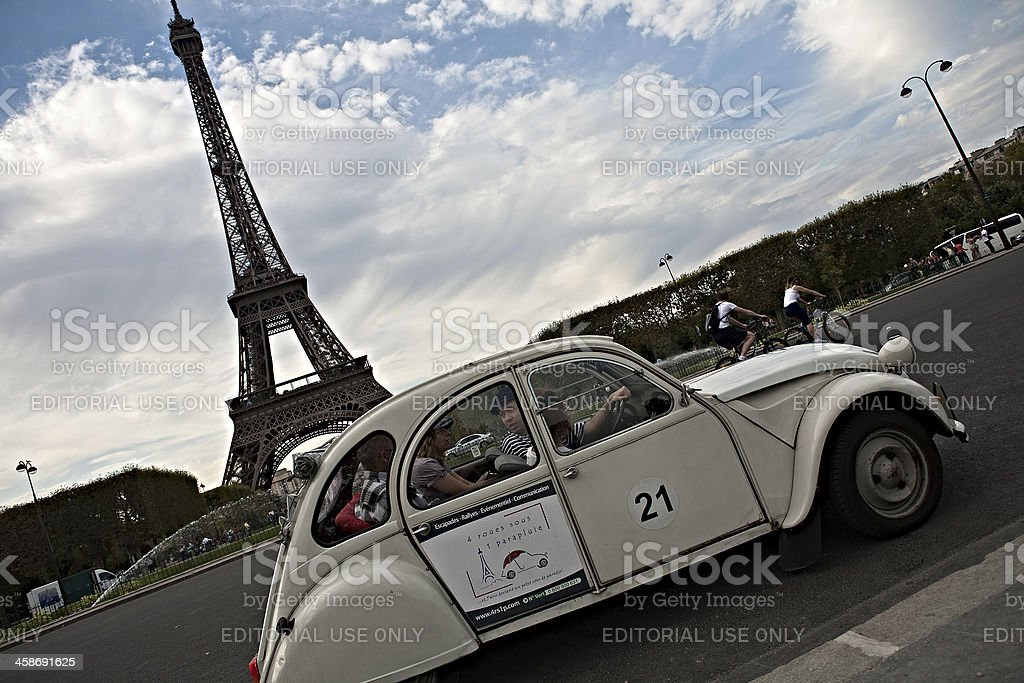 Paris by 2CV - Photo