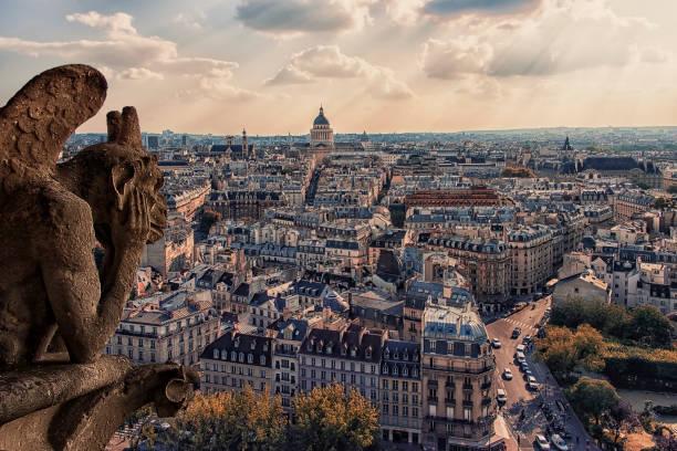 paris stad i dagtid - montmatre utsikt bildbanksfoton och bilder