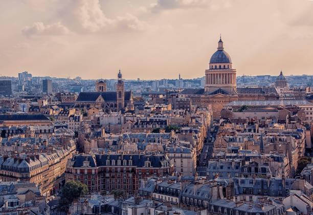 paris stadsbilden i dagtid - montmatre utsikt bildbanksfoton och bilder