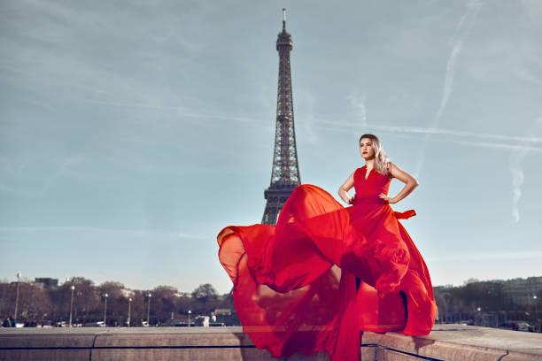 paris fashion - moda parisina fotografías e imágenes de stock